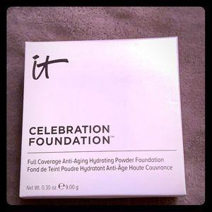 It Cosmetics Celebration Foundation in Medium!!